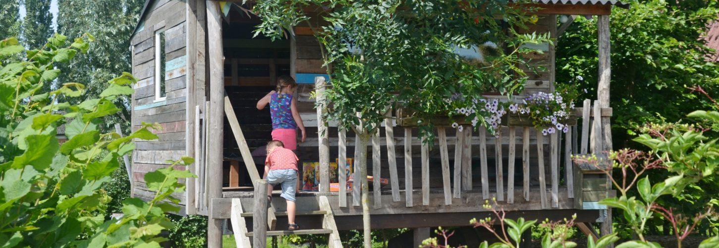 Boomhut / speelhuisje in de tuin van Hof te Voorde